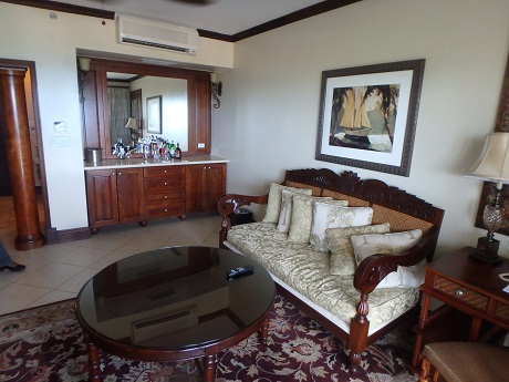 1-bedroom butler suite parlor