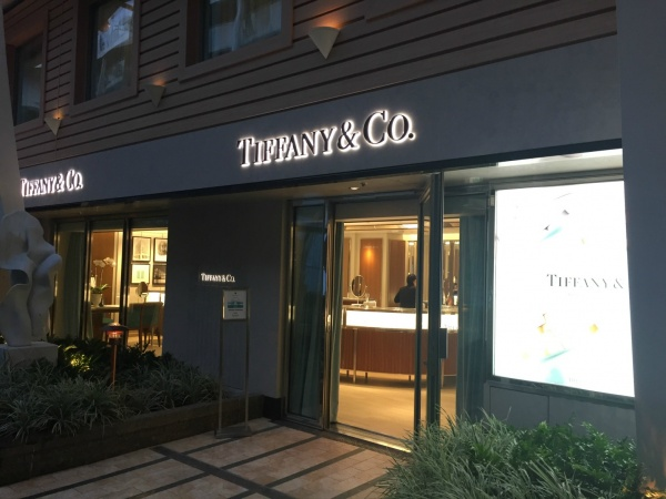 Tiffany & Co. located in the Central Park neighborhood